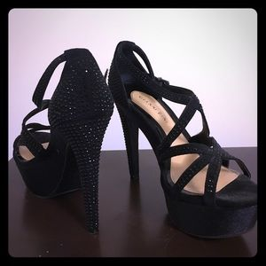 Gianni Bini Black Studded Platform Heel